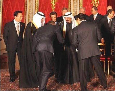 Obama bows before King Abdullah